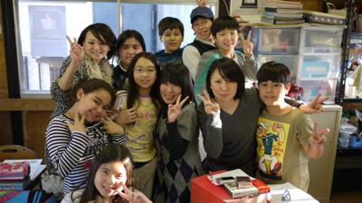 子どもたちと学生たち